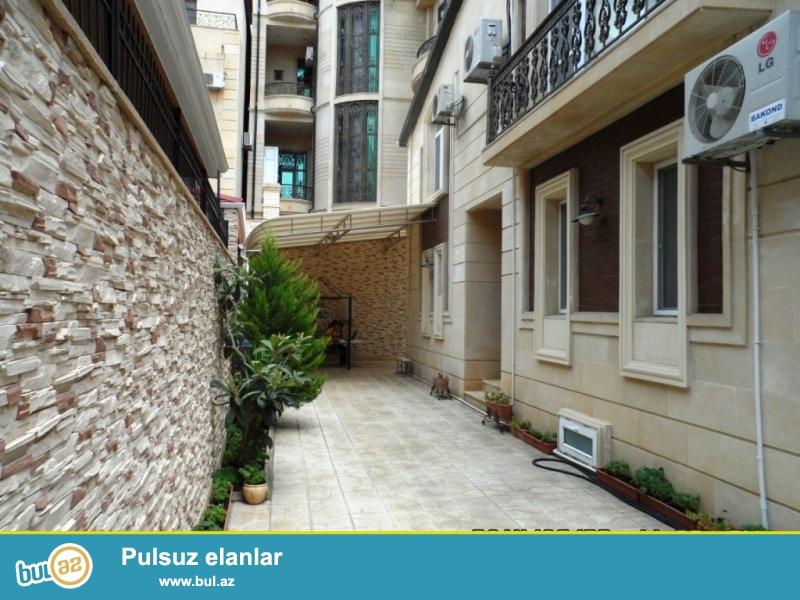 Срочно! Продается 2 этажная 7-ми комнатная вилла расположенная не далеко от проспекта Гасан Алиева вблизи д/т «Крал»...