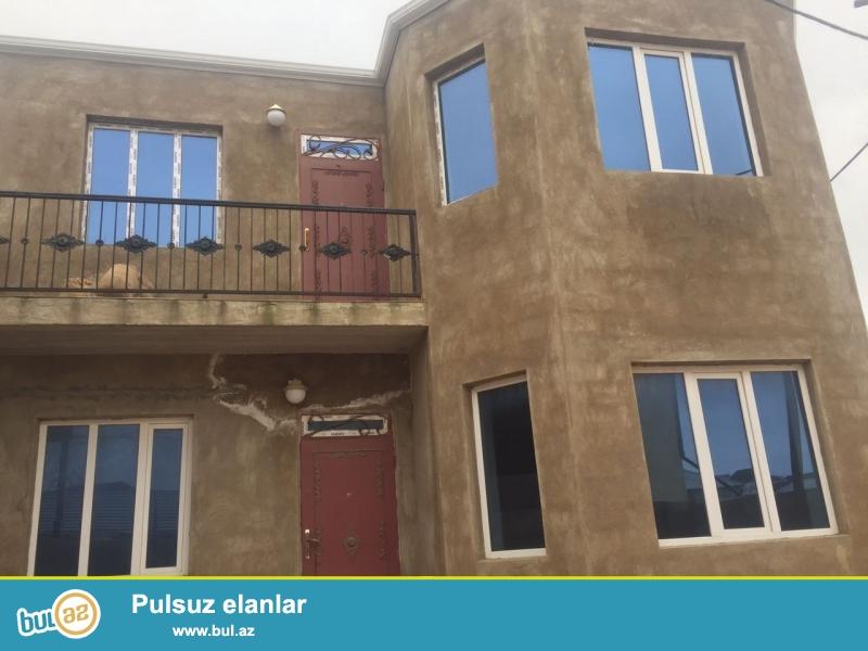 Masazırda  2  Araz marketin arxasi,  525  nomreli marsrut yolun üstündə, 2 sotda  200 kv metrlik  2 mərtəbəli 5 otaqlı villa,...