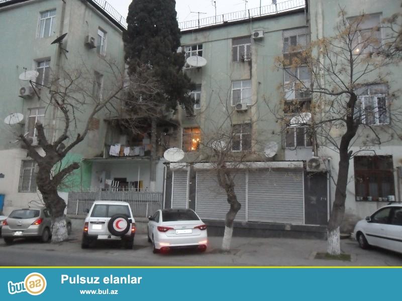 Təcili olaraq 28 may metrosunun 2 ci çıxışın yaxınlığında Mireli Qaşqay küçəsində Alman layihəli binada 2 otaqlı təmirsiz mənzil satılır...