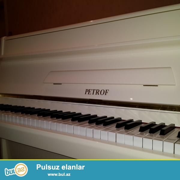 Ag rəngdə Belarus, Krasniy oktyabr, figurni ayagli Yunost, Petrof və bashga markada pianinolar satilir...