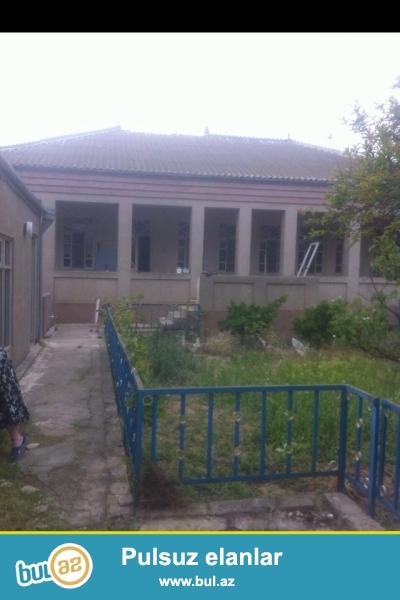 Mastaga qesebesinde 128 nomreli mektebin yaninda 210 kv  6sotun icerisinde 5 otaqli ev satilir ...