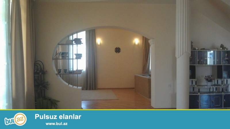 Срочно! В Бадамдаре продается 3-х этажная, 8-и комнатная, площадью 310 квадрат, с евро ремонтом вилла...