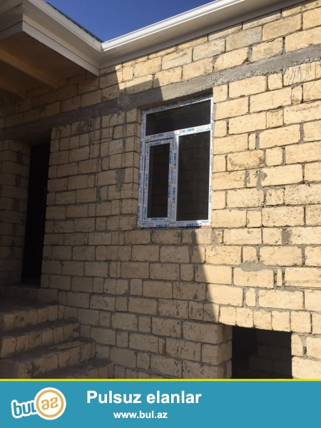 Tecili olaraq  satılır. Masazırın mərkəzindən 2 deqiqelik yolda, 169 marşrut yolunda, asvat yoldan 3-5 deqiqelik piyada yolda 75 kv metrlik 2 otaqli heyet evi...