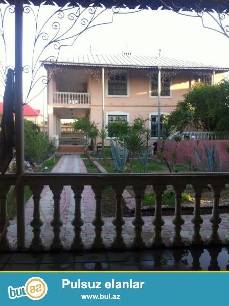 Срочно! В Шуваланах в 150 метрах от центральной  трассы  вниз от зияретгaх Мирмовсум  продаётся   2-х  этажный  частный  дом, общей  площадью  300 квадрат, полностью обставленные мебелью, дом  расположен  на 18  сотках...