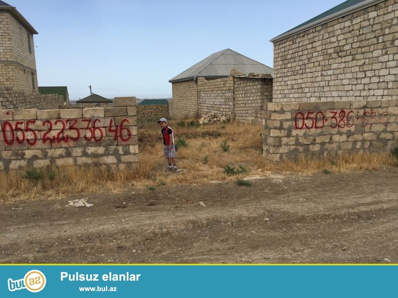 Abşeron rayonu, Hökməli qəsəbəsində hər tərəfi daş hasarla əhatə olunan 5 sot təcili torpaq sahəsi satılır...