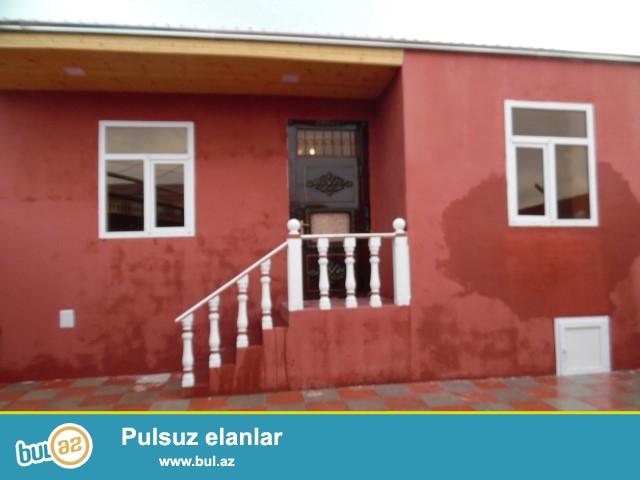 Maştağa qəsəbəsi  tam merkezde 255 nomreli mektebin yani  3 otaqlı həyət evi satılır...