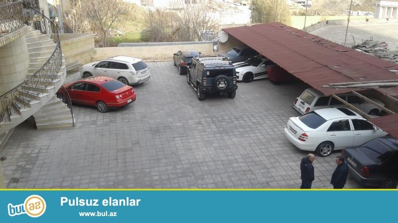 """В бизнес центре """"AHB"""" в аренду сдаются офисы <br /> В арендную плату входят: <br /> - Интернет 5 мб <br /> - Отопительная система <br /> - Бесплатная парковка <br /> - Круглосуточная охрана <br /> - Камеры видео наблюдения <br /> - Ежедневная чистка комнат<br />"""