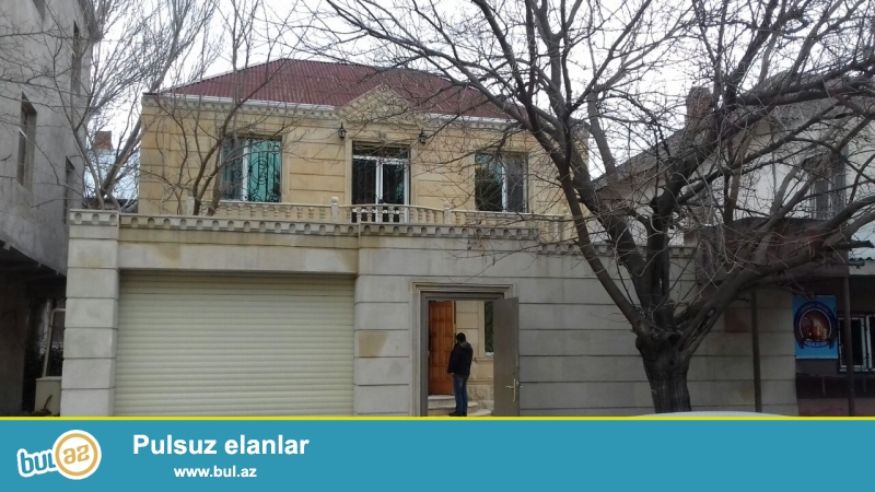 """Biləcəri qəsəbəsində """"Ağ saray"""" şadlığ evinin yaxınında 2 sotda 2 mərtəbəli 4 otaqlı..."""