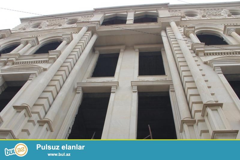 Очень срочно! Продается  4-х  этажная+(мансарт,подвал) 15- ти  комнатная ново построенная вилла-особняк площадью 1100  квадрат расположенная вблизи  проспекта Теймура Алиева на 4...