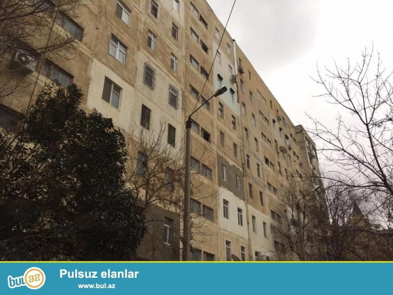 СРОЧНО!<br /> В зеленом районе города Баку - напротив FLAME TOWERS, за МИЛЛИ МЯДЖЛИС в каменном экспериментальном доме продаётся 3-х комнатная квартира...