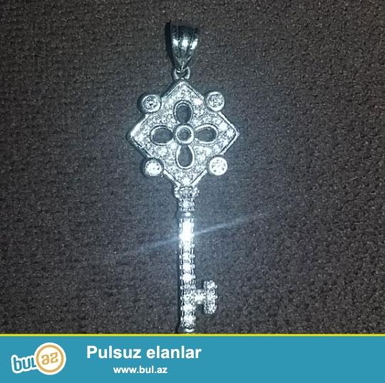 Acar formasinda gümüş kolye cemi 15 manata şok endrimli qiymətlə satılır cəmi 1 ədəd qalıb...