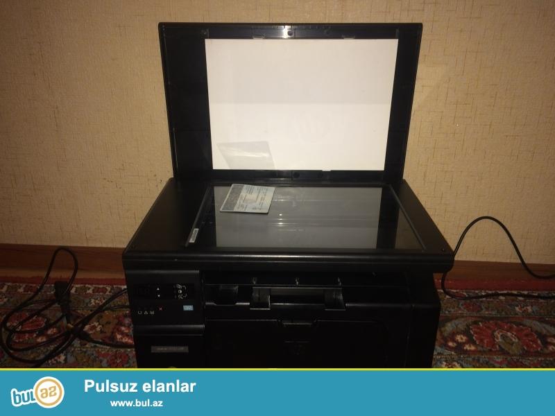 HP M1132 Printer Skaner Kserokopiya aparati islek veziyyetdedir.Rengli deyil ancag ag qara cixardir...