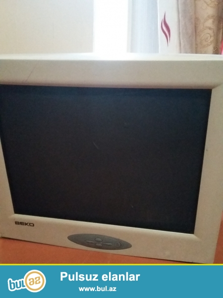 Kohne 2 eded komputer hisseleri satilir. Prosessor pentium 4