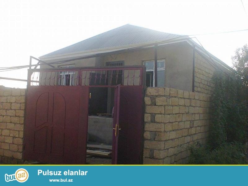 Bileceride 91 sayli marwrutun dayanacagindan 70 metr mesafede 3 otaqli,kursulu,tam temirli heyet evi tecili olaraq satilir...