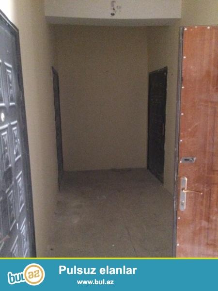 Xırdalan şəhəri AAAF park yaşayış kompleksində yerləşən 11 mərtəbəli binanın 1ci mərtəbəsində mənzil satılır...
