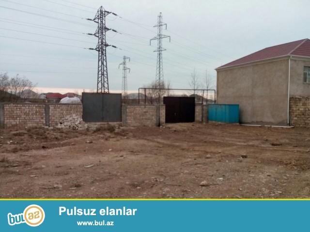 Sabunçu rayonu, Savalan qəsəbəsi, əsas yola yaxın, 139 nömrəli marşrut yolunun üsdündə, 4 tərəfi hasarlanmış, 12 sot torpaq sahəsi satılır...