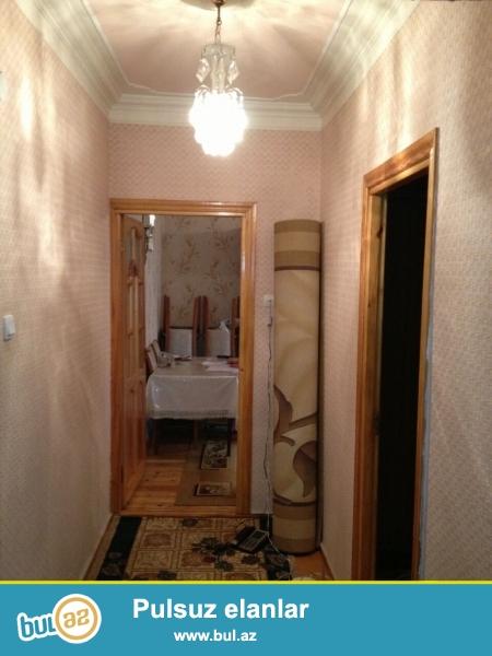 Ukranya meydaninda radiozavoda dushen yolun ustude 5 mertebeli bina...