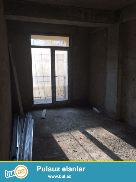 Xırdalan şəhəri AAAF park yaşayış kompleksi Məscidin  arxasında inşa olunmuş 11 mərtəbəli binanın 1ci mərtəbəsində mənzil satılır...