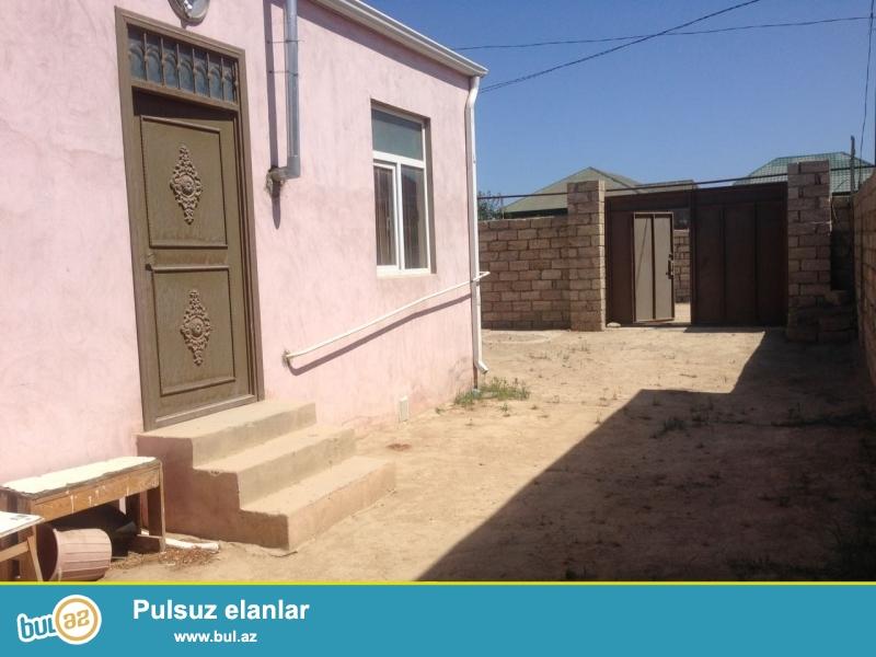 Sabunçu rayonu Maştağa qəsəbəsində   128 saylı məktəbin yaxınlığında  əsas yoldan 50 metr  məsafədə 2  sot torpaq sahəsində ümumi sahəsi 60  kv...