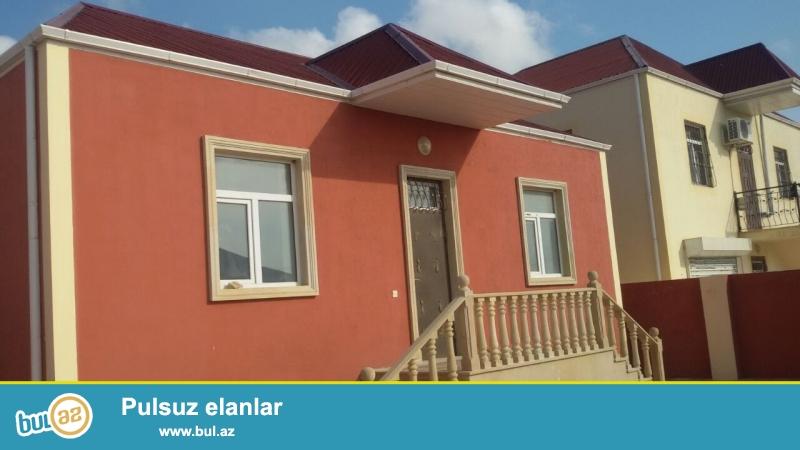 Ramanada Şuşa şəhərciyində yola yaxın marşuruta az məsafədə  3sot torpaq sahəsində qoşa daşlı kürsülü ümumi sahəsi 100 kvmt olan 3 otaqlı ev satılır...