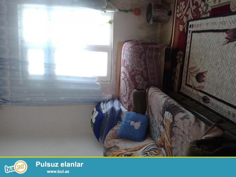 Sabuncu rayonu savalan yasayis massivinde ev satilir.ev 3 - 4 metbex 2 - 3 hamam tualet 5 - 1...