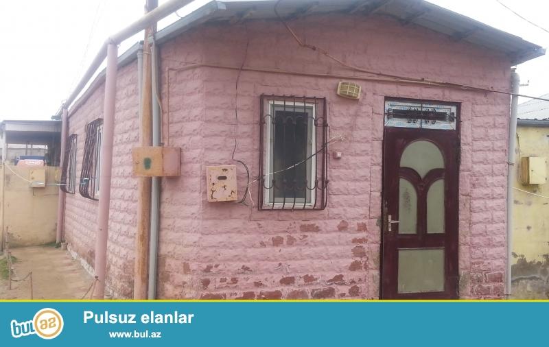 Ev Baki seheri Bineqedi rayonu Bineqedi qesebesinde avtobus dayancagina mektebe yaxin erazide yerlesir...