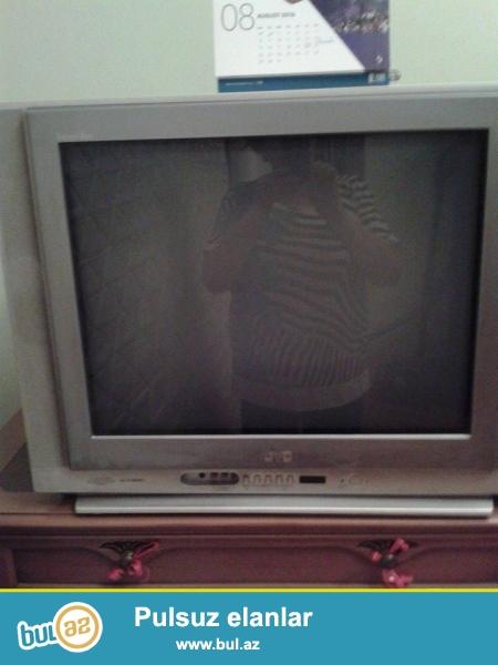 2 televizor adi rəngli katv və kabelnı antene ilə bütün proqramları göstərir