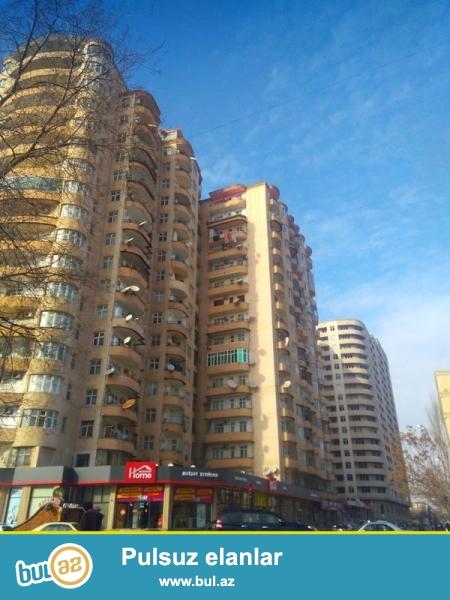 Ayna Sultanova heykəlin arxasında Qazlı Kupçalı binada 1 otaqdan 2 otağa təmir olunmuş mənzil satılır...