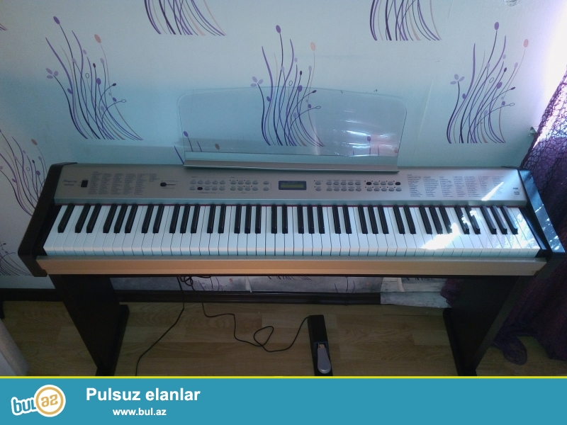 Cox islenmeyib sesleri ritimleri var klavis pionina klavisidi musiqi mektebine gedenler ucun yararlidi