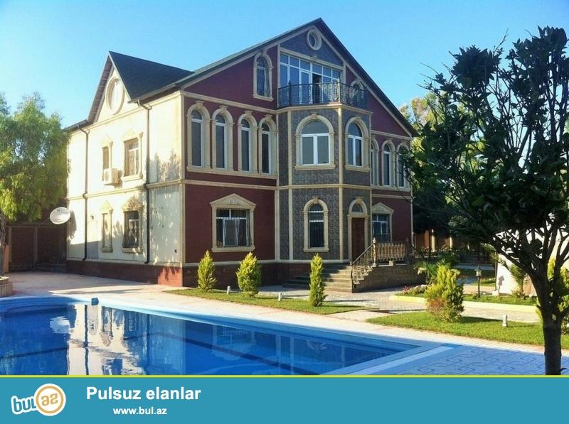 Срочно! В Шуваланах, вниз к морю от Шувалан парка продается, ново построенный  частный дом вилла на  35 сотках земли,  3-х этажный, площадью  800 квадрат, 8-и комнатный особняк...
