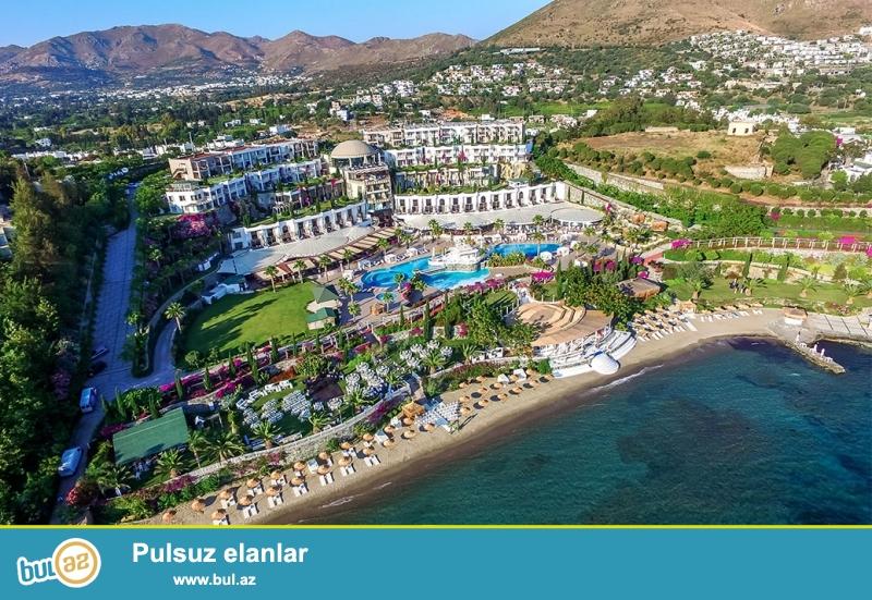 Этот курортный отель с висячими садами и 7 бассейнами находится в городе Бодрум...