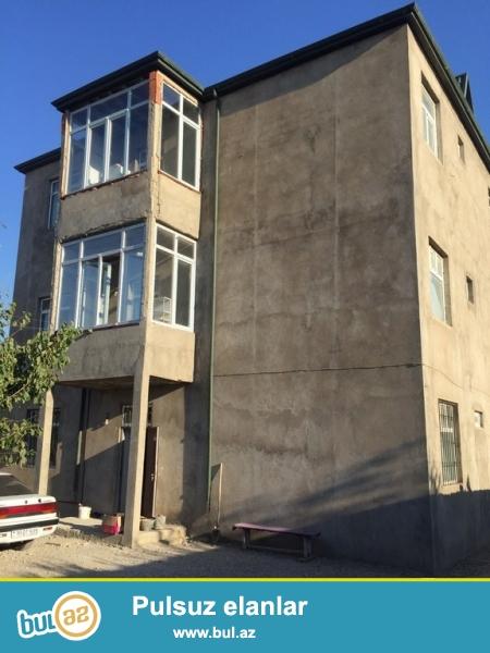 Очень срочно! В Мехтиабаде  продаётся 3-х этажный  частный дом, расположенный на 4,5 сотках...