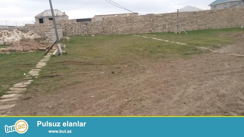 Müşfiqə gedən yolda Baba marketnən üzbəüz yolda 2 sot torpaq sahəsi satılır...