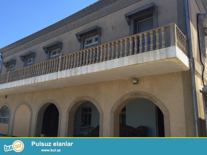 Для очень солидных клиентов! В поселке Мардакан  пригранично с Бузовна  , рядом с  новым автобаном ,продается 2-х этажный, площадью общего строения  430 квадрат, 7-и комнатный , расположенный на  25 сотках земли...