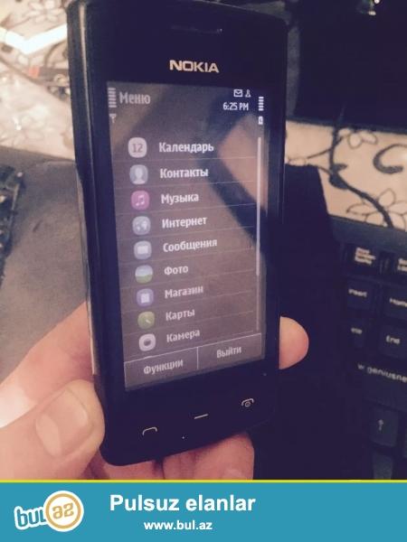 Nokia 500 tam orginal telefondur Islemeyi ile bagli hec bir problemi yoxdur Ustada olmayib Yaddas 2 GB Cekiliw 5 Megapiksel