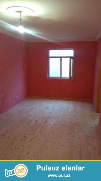 DIQQET!!! Tecili Xirdalan seherinde 60 m2 sahesi olan 2 otaqli temirli, suyu, qazi, isigi daimi olan heyet evi satilir...