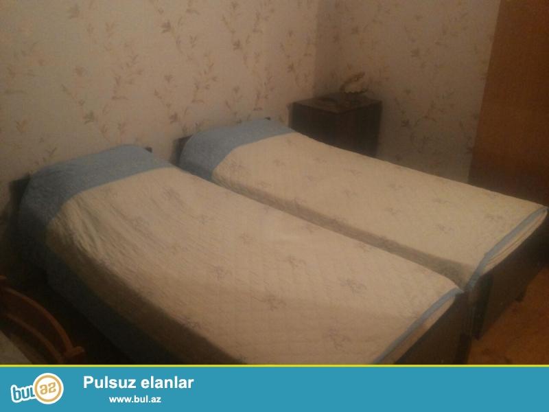 Qara Qaarayev Metrosuna 15 deq mesafede olan 1+1 tam temirli ve eşyalı evime  kiracı axtarıram...