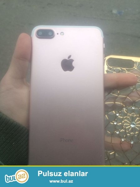 Iphone 7plus.Rose rengdedir. Android sistemlidir. 32 gb yaddas tutumu var. donmadan celd isleyir...
