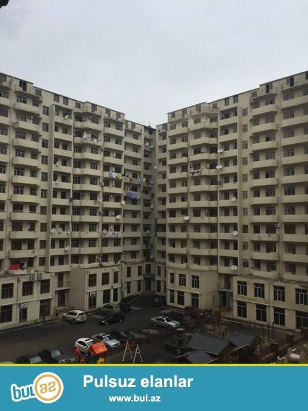 Xırdalan şəhəri,Bakı-Sumqayıt yolunun üstündə yerləşən binada sahəsi 128 kv...