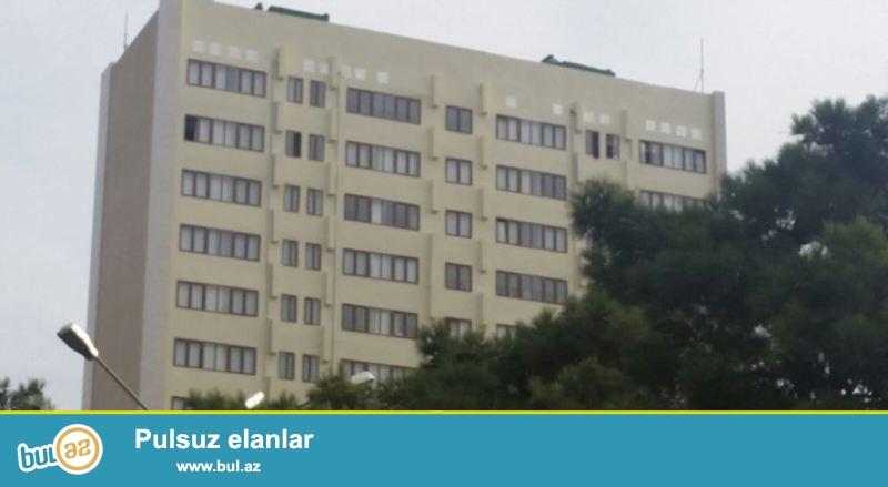 8 ci mikrorayonda Azadlıq metrosu yaxınlığında Eksperimental layihəli daş binada 2 otaqdan 3 otağa Əla təmir olunmuş mənzil satılır...