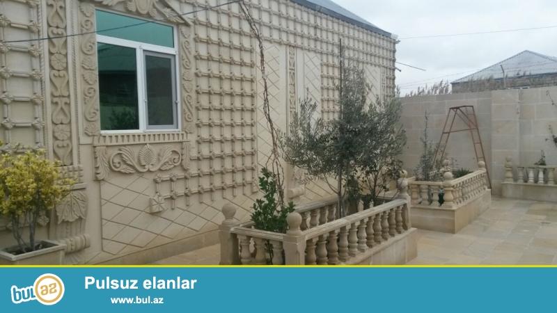 Bineqedi rayonu Bineqedi qes. Das bazarinin yani yoldan 50m arali 2 sotun icersisinde 3 otaqli ev satilir...
