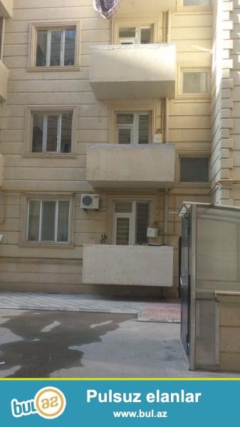 3 otaqlı tam təmirli – Sahəsi – 83 kv.m <br /> Xırdalan şəhərində Kristal Abşeronda 3-cü binada <br /> 7 mərtəbəli binanın 1-ci mərtəbəsində ...