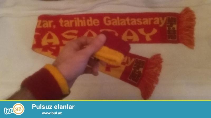 """Galatasaraylı xanımlar və bəylər TÜRKİYƏDƏN aldığım Üzərində <br /> """"Gerçekleri tarih yazar,tarihide Galatasaray"""" <br /> yazısı olan şərf və iki ədəd parçadan GS bilərzik satıram..."""