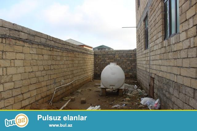 Abşeron rayonu Zabrat-Məhəmmədi yolu,3 sot torpaq sahəsində 8 daş kürsülü,ümumi sahəsi 169 kv...