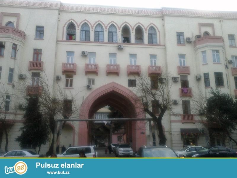 Montin məhkəmənin yanında stalinka  layihəli binada 4 otaqli mənzil (  1otaq artirilib)...