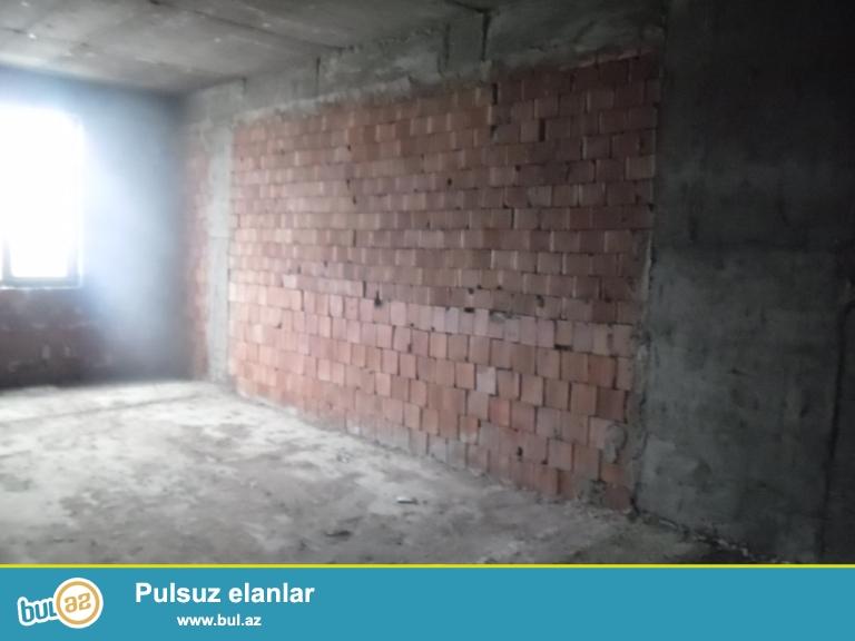 Yeni Yasamal qəsəbəsi, Albalı uşaq bağçasının düz yanında 10/12 ümumi sahəsi90 kv...