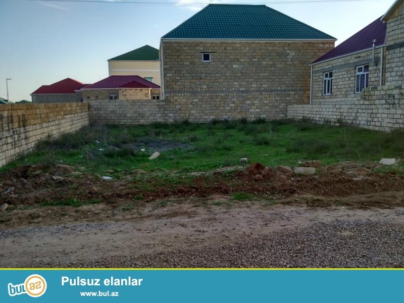 Mehdiabad Qəsəbəsi, xəzri küçəsi (Novxanı yoluna yaxın baş yoldan 800 metr aralıda)<br /> Sahəsi 3 sot<br /> 3 tərəfdən hasarlanıb...
