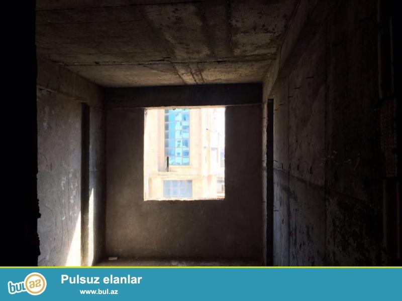 Xırdalan şəhəri AAAF inşaata məxsus Bakı sumqayıt yolunun üstündə inşaa olunmuş 12 mərtəbəli binada mənzil satılır...