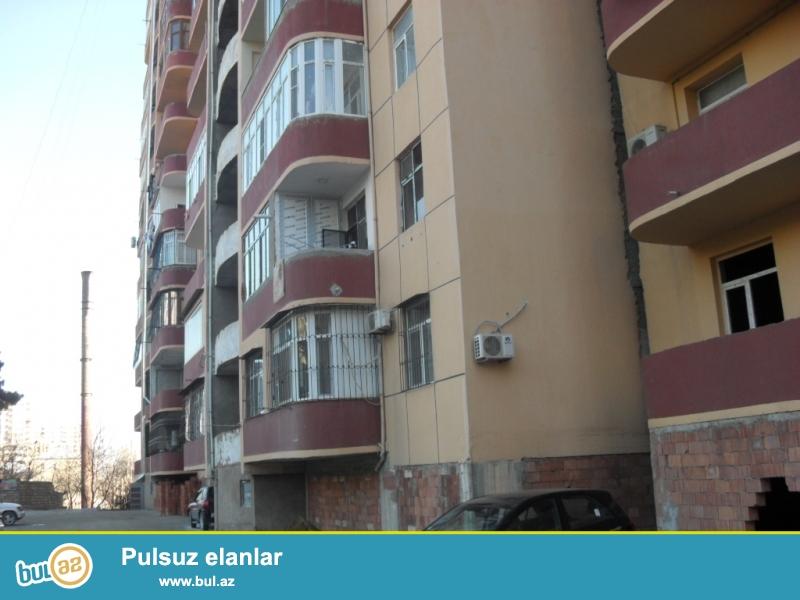 TƏCİLİ. 9-cu mikr., «FAVORİT» marketin yanında tam yaşayışlı yenitikili binada 2 otaqdan 3 otağa düzəlmə mənzil satılır...