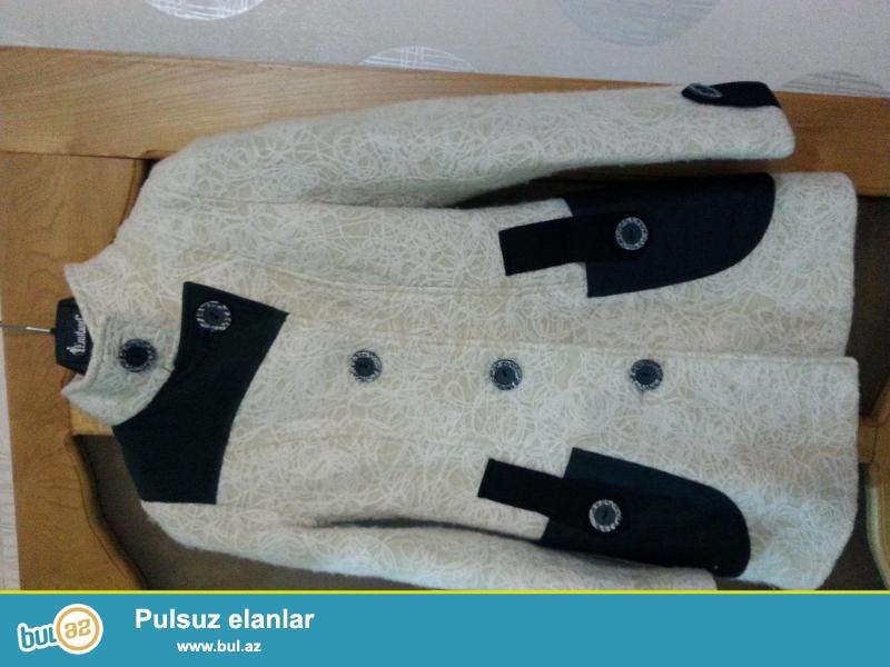 palto 50 azn ag rengdedir